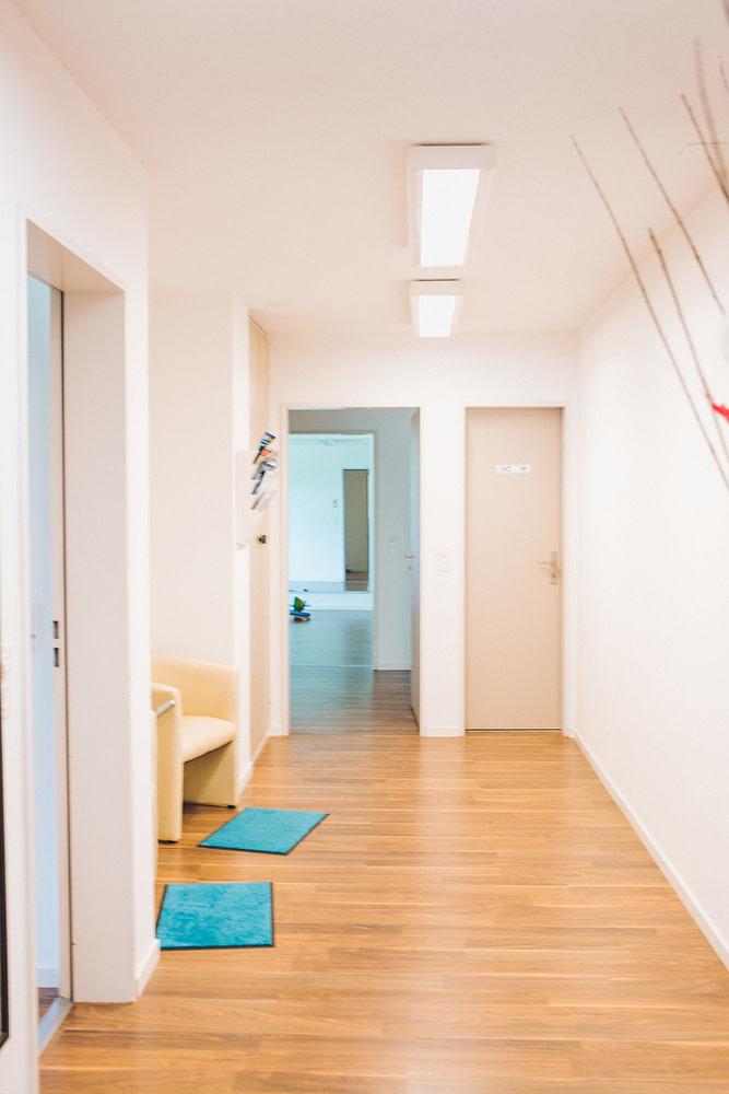 Eingangsbereich Physiotherapie Zürich und Wollishofen - Therapiezenter Alex